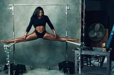 serena in a split
